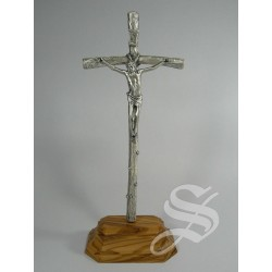 CRUZ PAPAL METAL CON BASE MADERA DE OLIVO 23 X 9