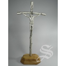 CRUZ PAPAL METAL CON BASE MADERA DE OLIVO 32 X 15