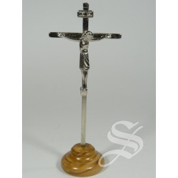 CRUZ METAL CON BASE MADERA OLIVO 10,2 X 4 CM.